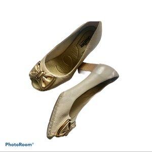 Price drop!! Comfort shoes mid heels
